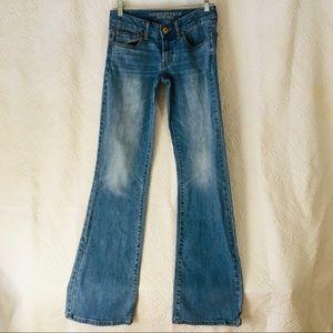 Woman's AE 6 x long favorite boyfriend jeans
